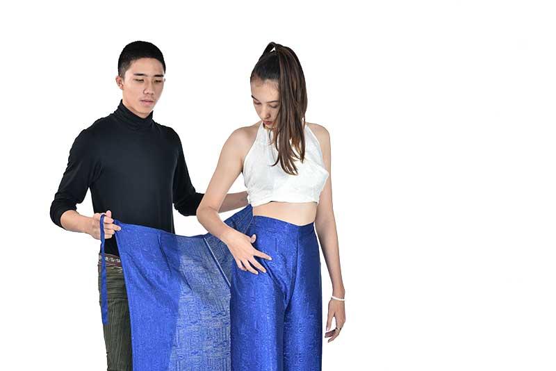 Comment mettre un pantalon portefeuille ; étape 2